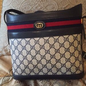 Gucci Crossbody Gently used good condition